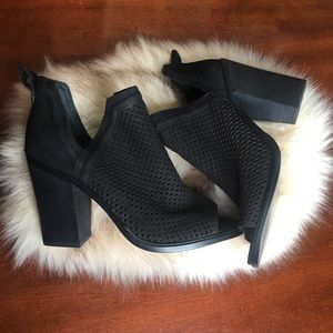 Vince Camuto black ankle booties - Size 8.5 M